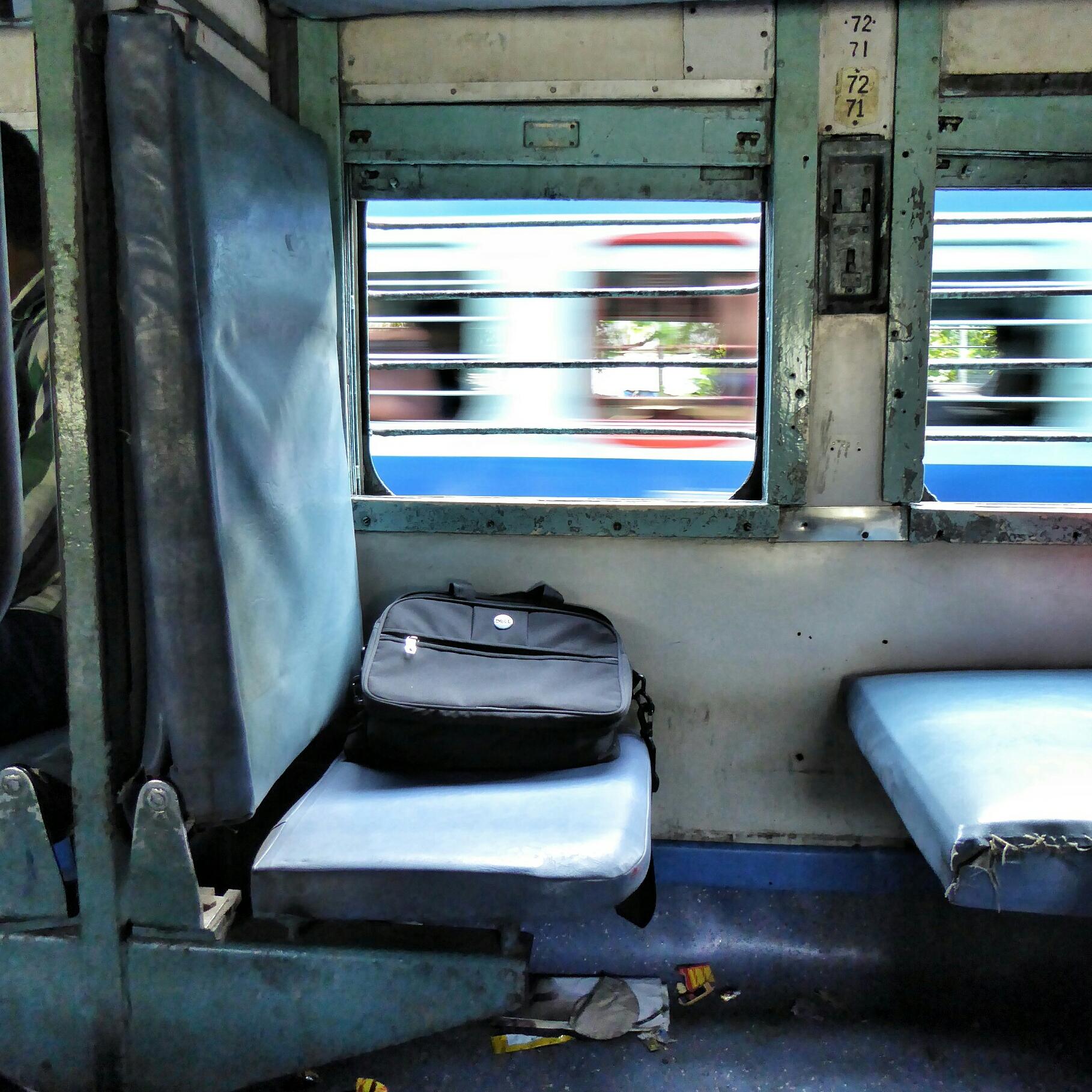 Il peso di un treno indiano in viaggio insieme a noi for Cabina a 2 piani